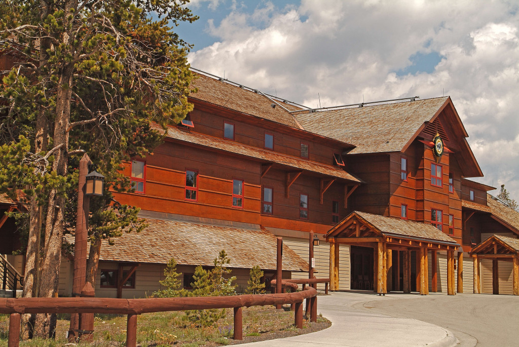 Old faithful snow lodge cabins yellowstone park for Cabin yellowstone park