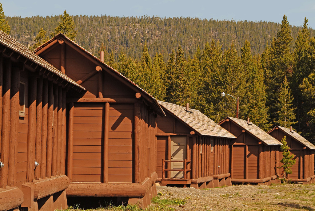 Lake lodge cabins yellowstone national park for Cabin yellowstone park