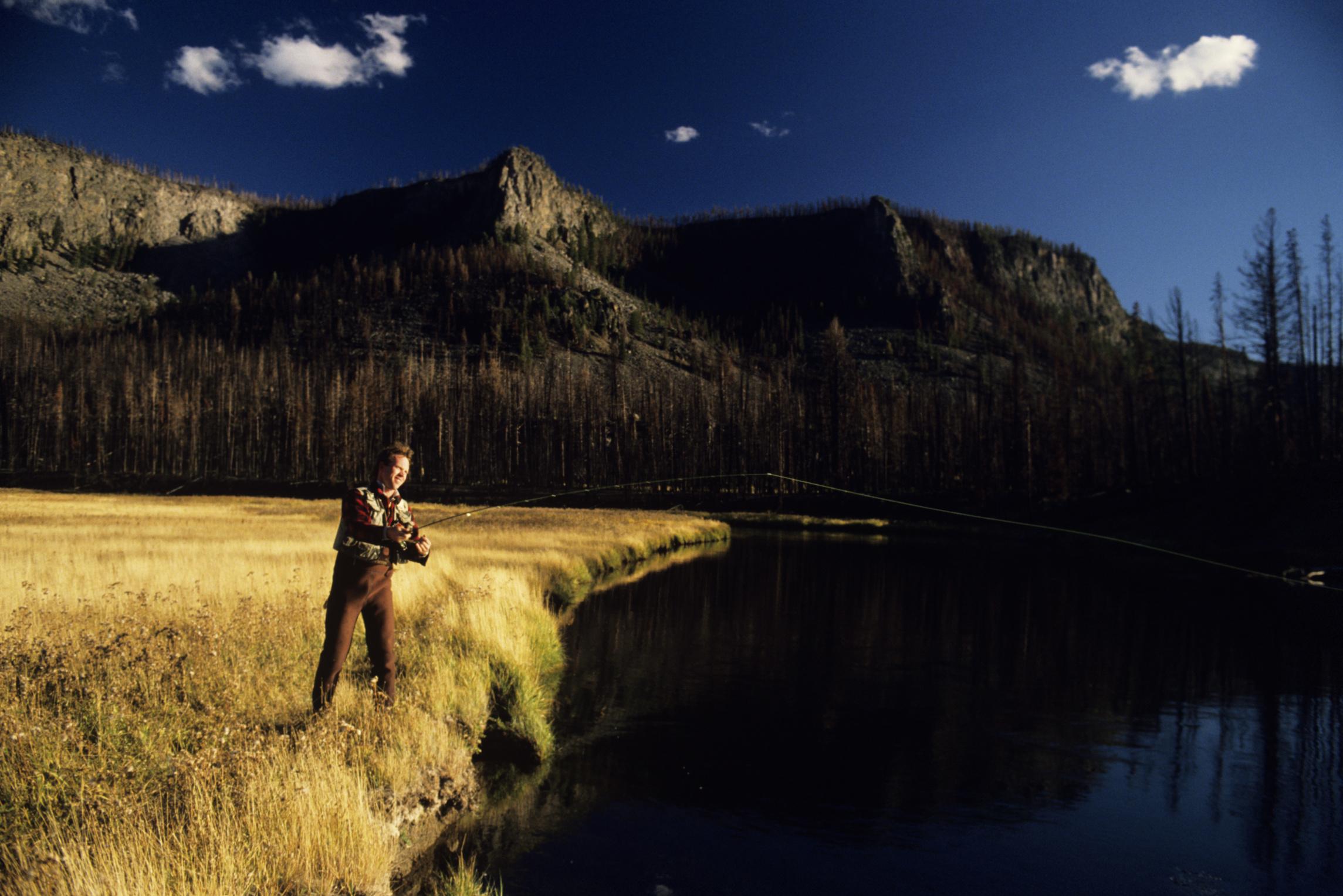 Yellowstone fishing guide yellowstone national park lodges for Yellowstone river fishing