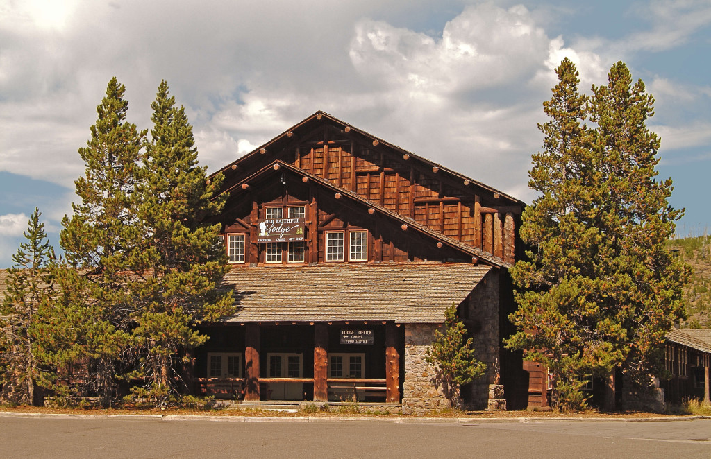 Old faithful lodge cabins yellowstone national park lodges for Cabin yellowstone park