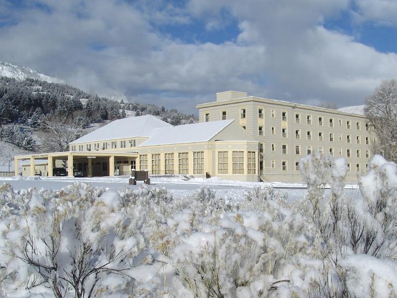 yellowstone lodging | discover mammoth hotel