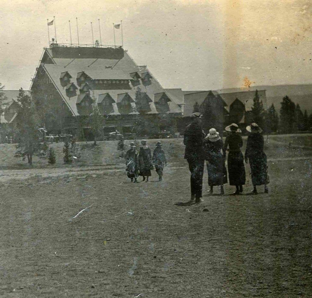 Old Faithful Inn historic