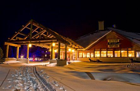 Old-Faithful-Snow-Lodge-Exterior-Winter