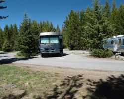 Camping yellowstone national park lodges for Fishing bridge rv park