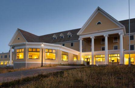 Lake Yellowstone Hotel Exterior
