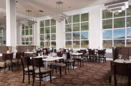 Charmant Mammoth Hotel Dining Room