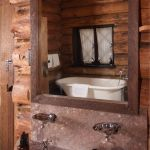 Old Faithful Inn- Old House (one type of bath)