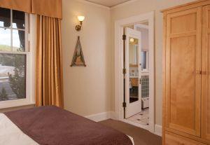 Old Faithful Inn - Premium Hotel Room