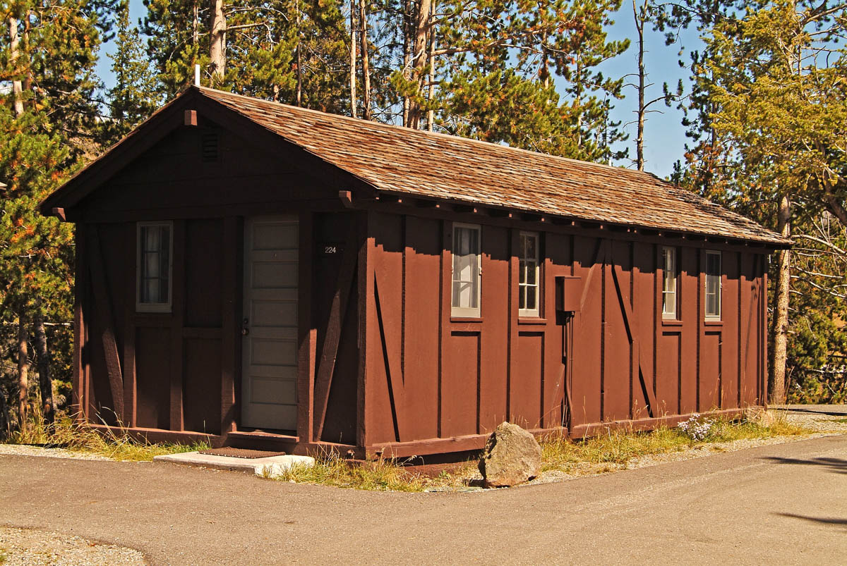 Old faithful lodge cabins 1 for Cabin yellowstone park