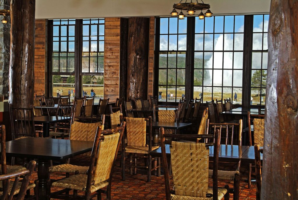 cafeteria & bake shop | dining options at old faithful lodge