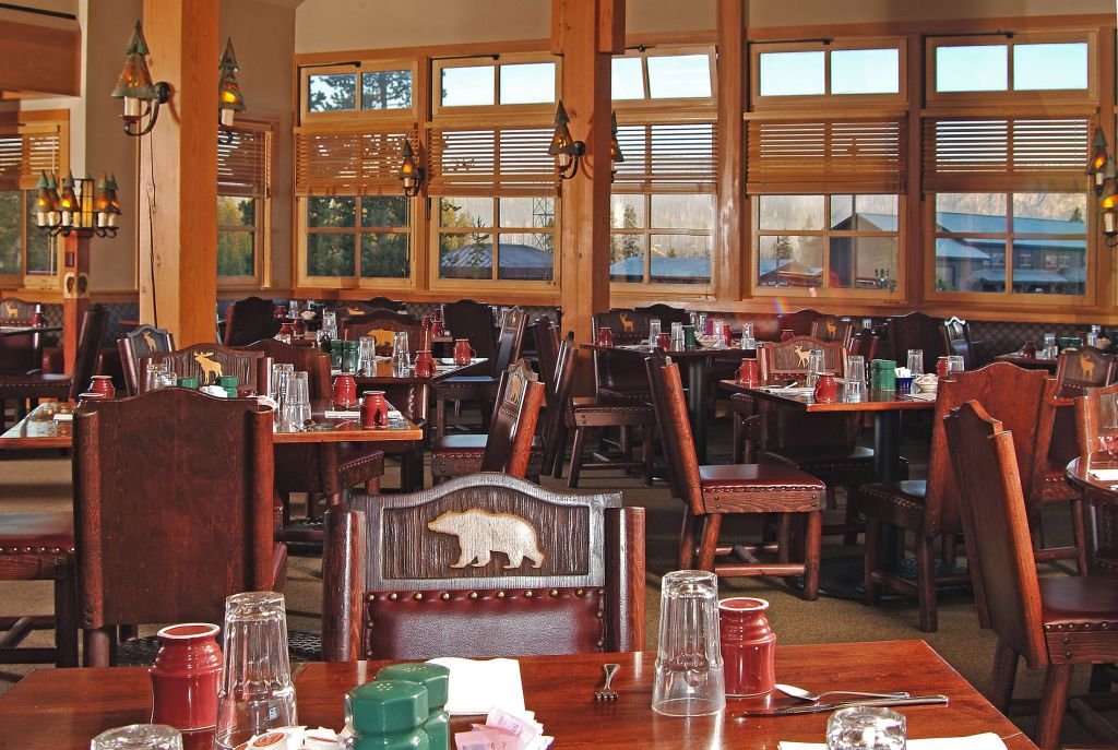 old faithful snow lodge obsidian dining room