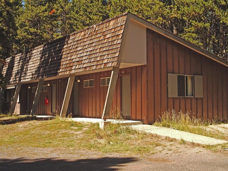 Lake Lodge Cabins 02