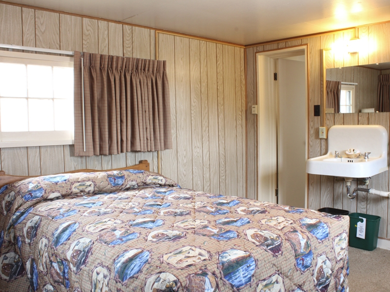 Lake Lodge Pioneer Cabin One Bed 01