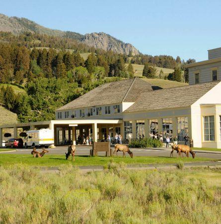 Mammoth Hot Springs Hotel Exterior Summer