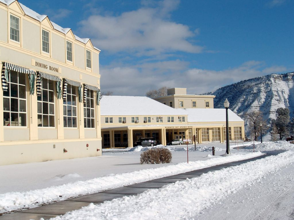 mammoth hot springs & cabins | yellowstone national park lodges
