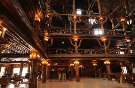 Old Faithful Inn - Lobby