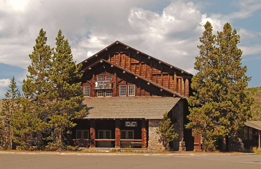 Old Faithful Lodge Cabins Yellowstone National Park Lodges