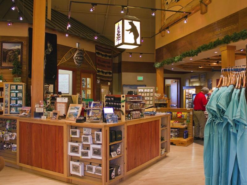 Old Faithful Snow Lodge Winter – Gift Shop  