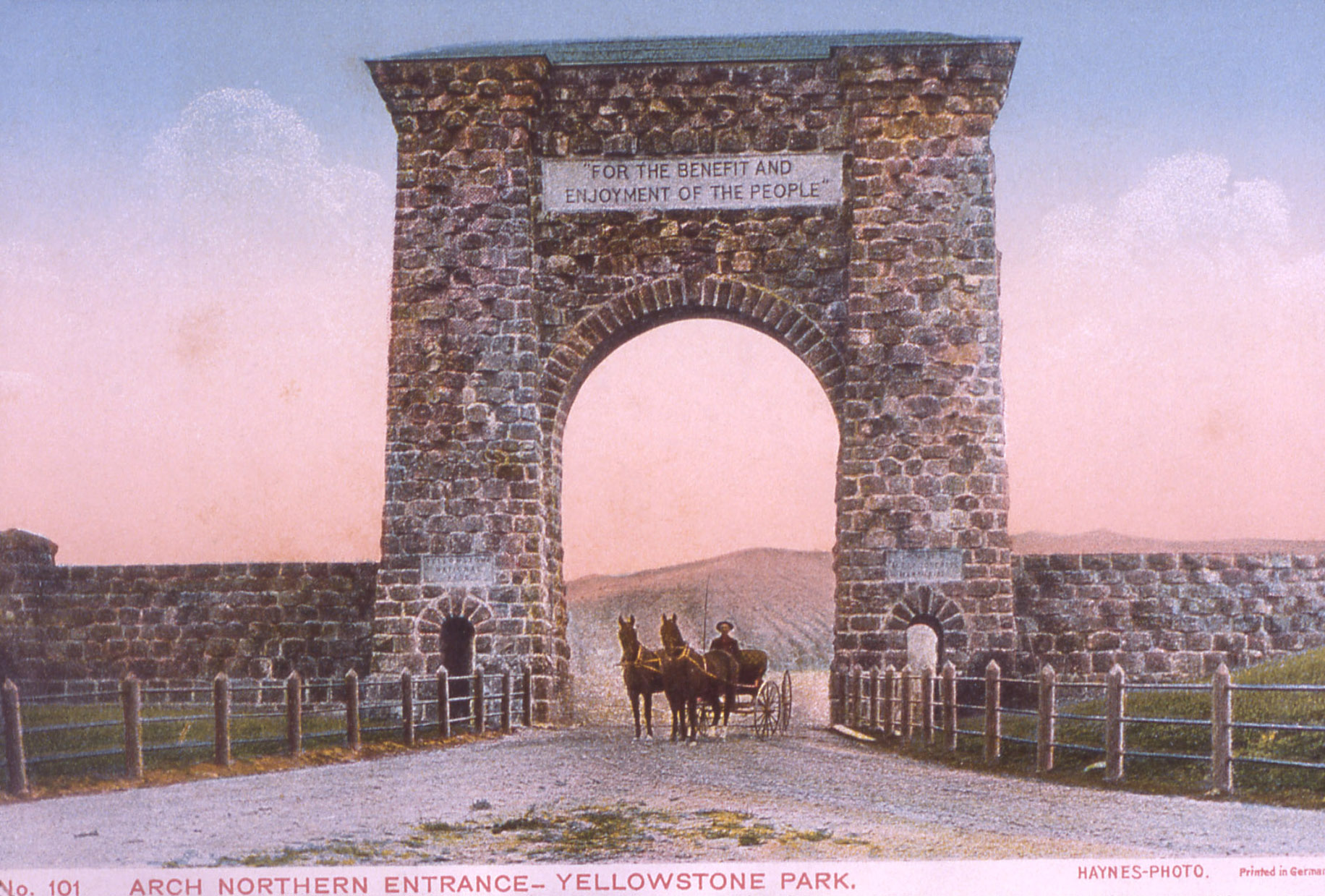 #101 Arch at North Entrance of Yellowstone Frank J Haynes; No date; Postcards