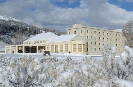 Discover Mammoth Hot Springs Hotel